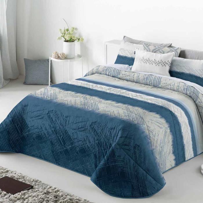 couvre lit bleu